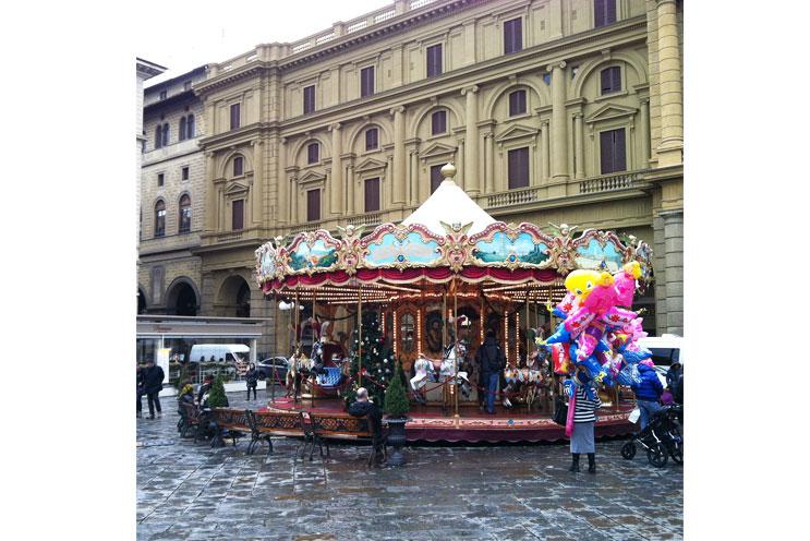 Antikes Retro Vintage Karussell in Florenz, nahe Luisa Via Roma Shop
