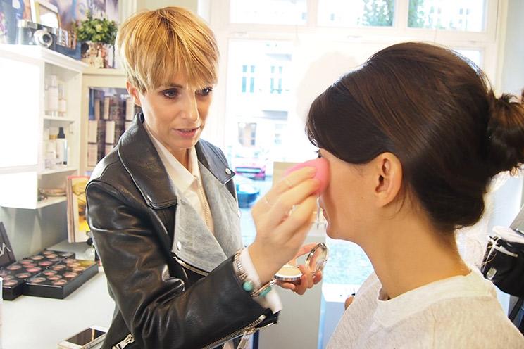 Visagistin Miriam Jacks von Jacks Beauty Department und Berit Müller von The Shopazine mit Tagesmake up und Make up Beratung