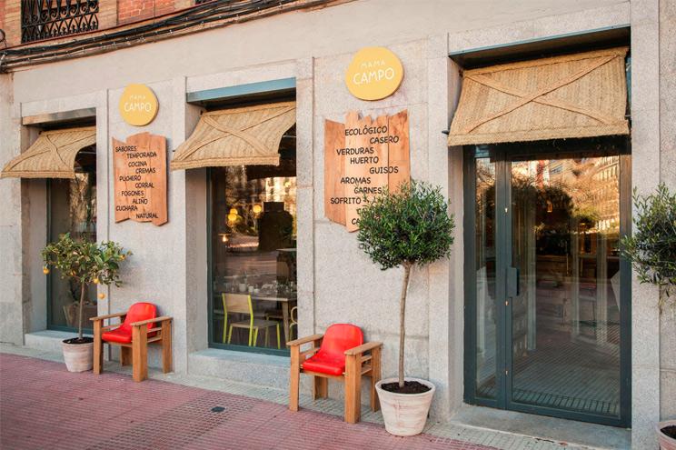 Aussenansicht, Fassade des Restaurants Mama Campo am Olavide Platz in Madrid