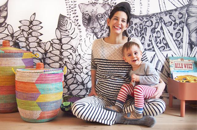 Mama und Kind Blogger-Styling und Kinderzimmer einrichten - Tapete THE WILD' von bien fait