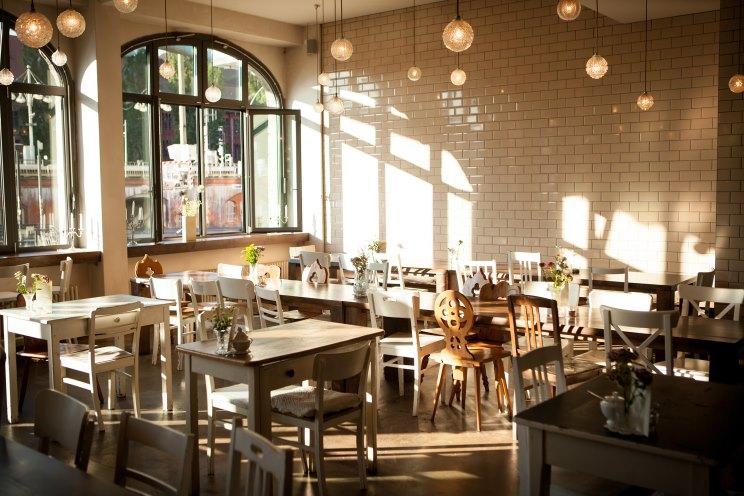Michelberger Hotel Berlin Speisesaal und Restaurant mit Menü