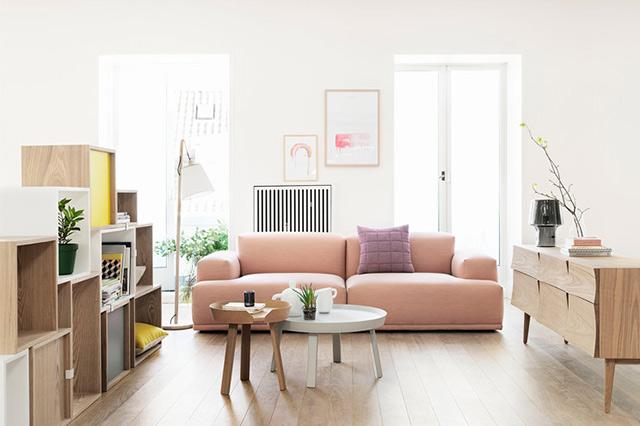 Muuto Sofa in Rosa mit Beistelltisch in Gelb, Skandinaviesches Design, Möbel, Wohnzimmer, Interior Inspiration