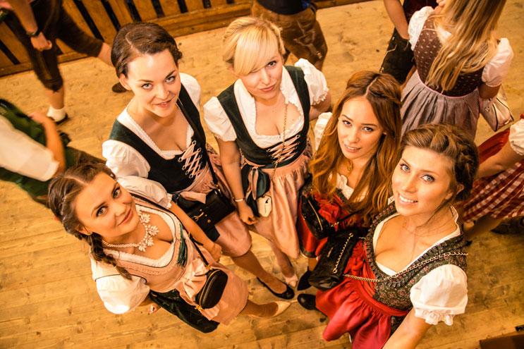 Bloggerinnen im Dirndl auf dem Oktoberfest 2014