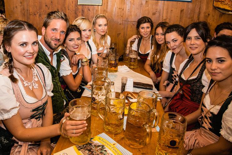 O'zapft is! - Lustiges Feiern auf dem Oktoberfest 2014
