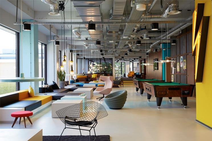 The Student Hotel Amsterdam Lobby, Design Klassiker, Stühle, Sessel und Sofas