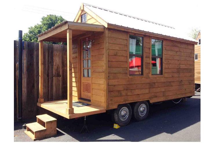 Holzhütte auf Rädern im Tiny Houses Hotel
