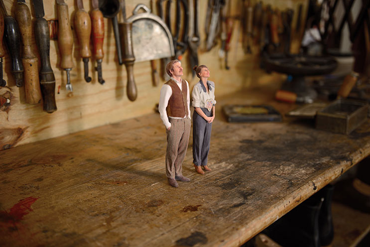 Twinkind Paar auf Werkzeugbank