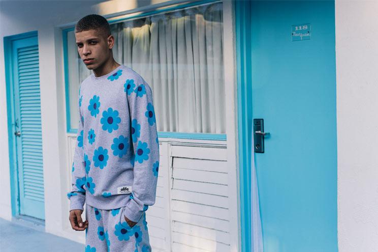 Jogginganzug für Männer mit Print in Grau Melange bei Urban Outfitters bestellen