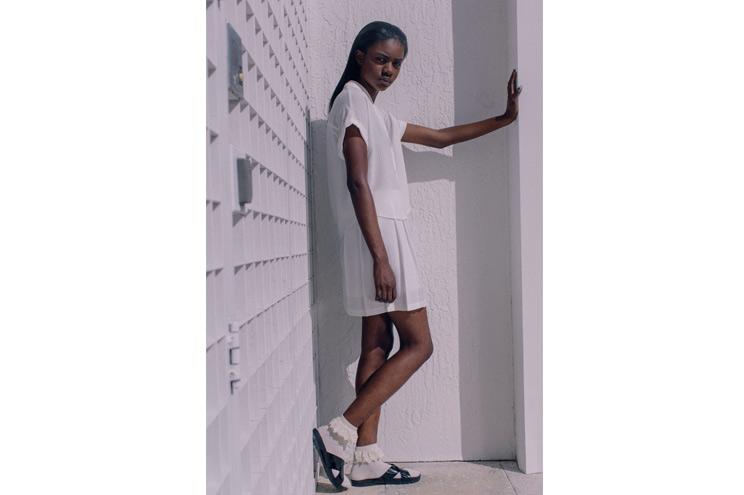 Sommertrend Farbe Weiß, Bluse und Rock bei Urban Outfitters bestellen