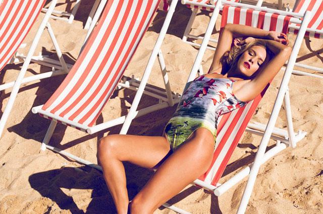 Bademode von We Are Handsome, Badeanzüge und Bikinis