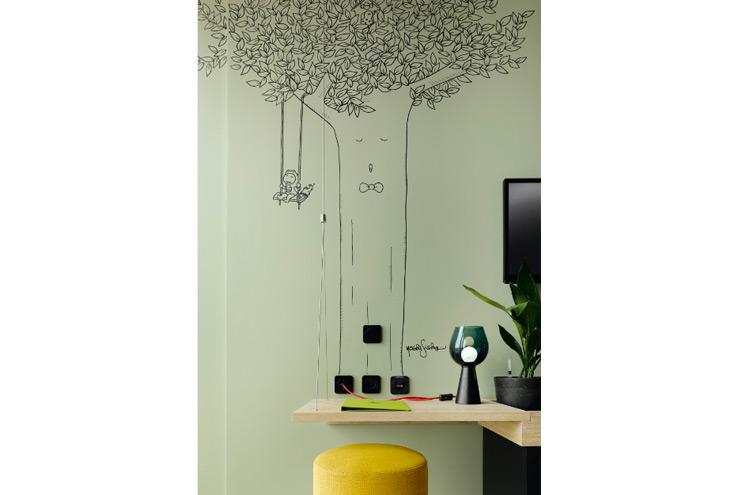 Wandtattoo mit Baum und Schaukel, Illustration im Zimmer, 25hours Hotel Bikini Berlin